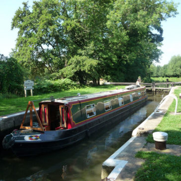 Willow Warbler is our Narrowboat of the Day.